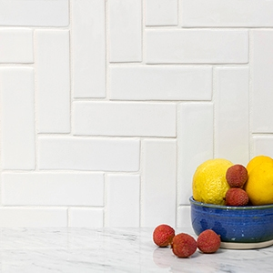 NEW WHITE MORESQUE GLOSSY CERAMIC TILES (TL40393)
